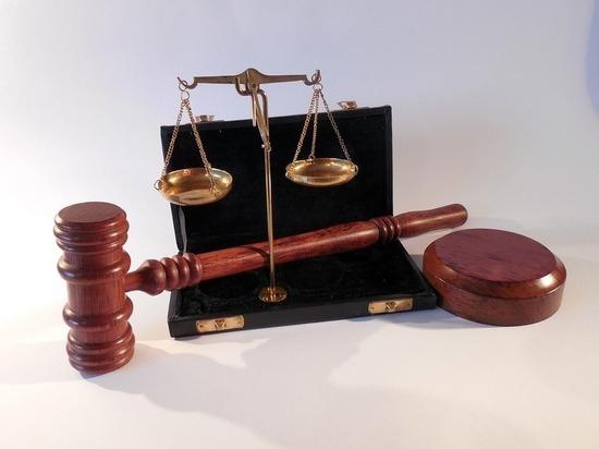 В Мордовии адвоката, пришедшего в суд в шортах, лишили статуса