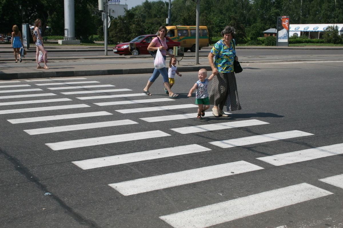 Картинка пешеход на пешеходном переходе